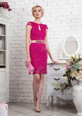 Короткое розовое кружевное платье облегающего кроя 324