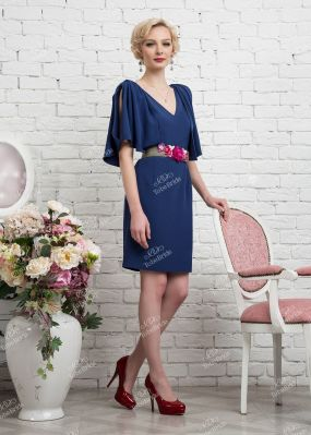 Синее коктейльное платье с глубоким декольте 335-1