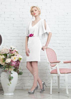 Платье-футляр с открытой спиной и декольте 335-3