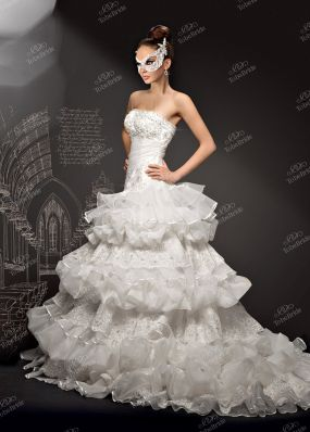 Свадебное платье с ярусной юбкой KT048K
