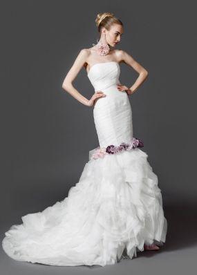 Свадебное платье с пышным шлейфом PA002