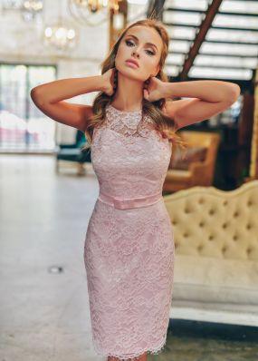 Кружевное платье-футляр из нежно розового кружева RB062B