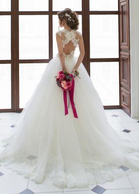 Свадебное платье с кружевной спиной SOL004