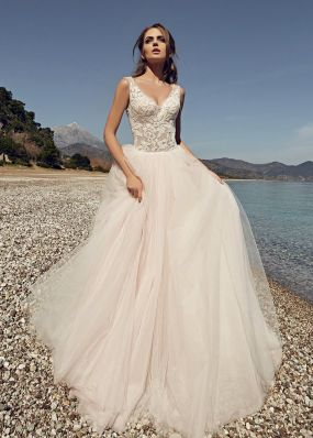 Свадебное платье с фатиновой юбкой и верхом из кружева SOL030