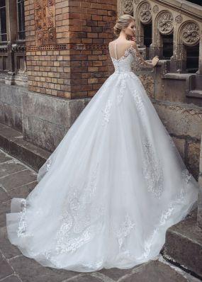 Пышное свадебное платье с шлейфом SOL049