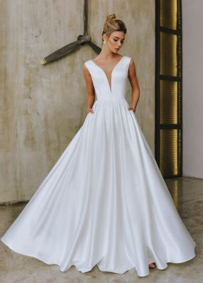 Атласное свадебное платье а-силуэта с шлейфом ZTB025