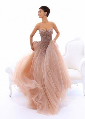 Вечернее платье с декольте из фатина со стразами TarikEdiz ZTZ029B