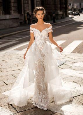 Кружевное платье с ручной вышивкой и шлейом из фатина TarikEdiz ZTZ040