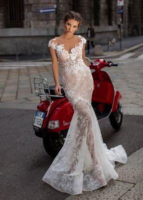 Полупрозрачное свадебное платье из кружева TarikEdiz ZTZ043