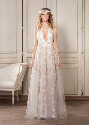 Легкое свадебное платье из кружева с глубоким декольте ZVN002