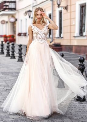 Свадебное платье с объемным кружевом ZVT037