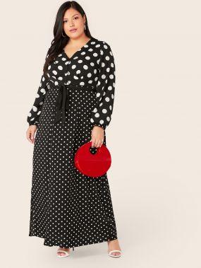 Платье в горошек с пуговицами и V-образным вырезом размера плюс