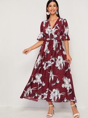 Приталенное расклешенное платье с цветочным принтом, оригинальным рукавом и V-образным вырезом