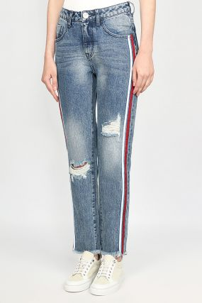 Синие джинсы с цветными полосками