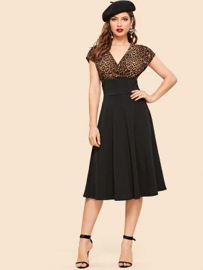 60s приталенное платье-клёш с запахом и леопардовым принтом