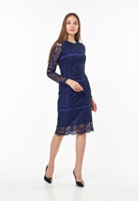 Нарядное платье футляр миди кружевное