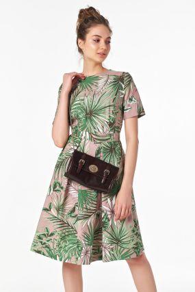Стильное платье с короткими рукавами на лето