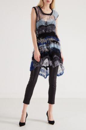 Вязаное платье с черной окантовкой
