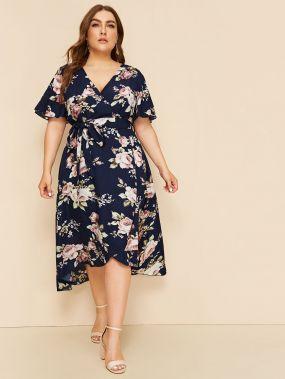 Платье на запах с поясом и цветочным принтом размера плюс
