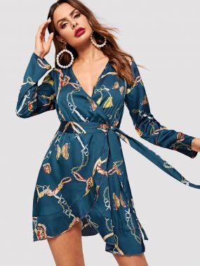 Платье с V-образным вырезом и графическим принтом