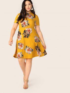 Размер плюс приталенное расклешенное платье с цветочным принтом