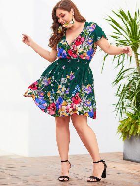Платье с цветочным принтом и глубоким вырезом размера плюс