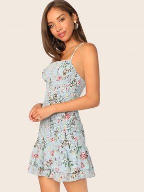 Платье на бретелях с цветочным принтом и оборкой