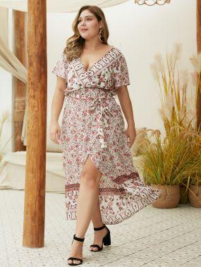 Платье размера плюс с разрезом и цветочным принтом