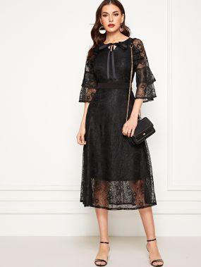 Платье с завязкой на шее и кружевным накрахмаленным рукавом