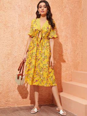 Платье с цветочным принтом, узлом и кружевной вставкой