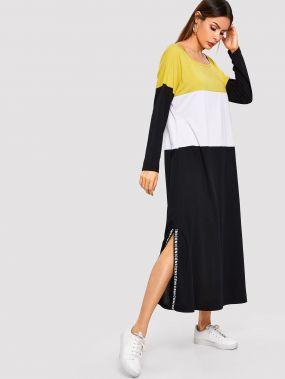Контрастное платье-свитшот в полоску с текстовым принтом
