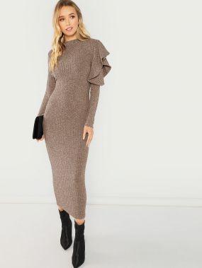 Вязаное обтягивающое платье с открытыми плечами