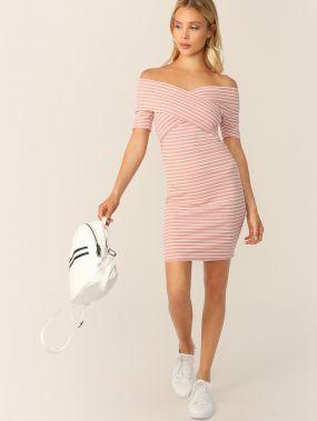 Вязаное полосатое платье на запах