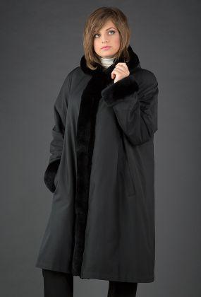Женское пальто-трапеция на меху для зимы