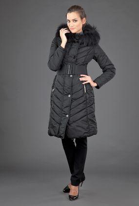 Приталенное итальянское болоневое пальто с мехом