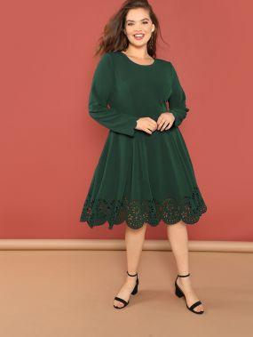 Расклешенное платье с ажурным подолом размера плюс