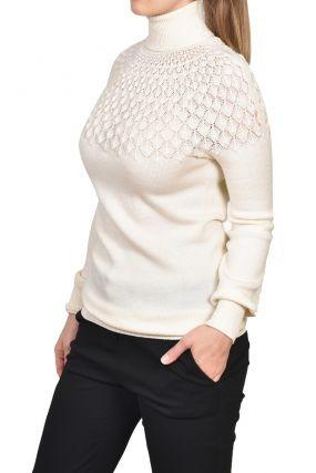 Белый свитер ажурной вязки