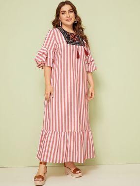 Полосатое платье размера плюс с воротником-бантом и вышивкой
