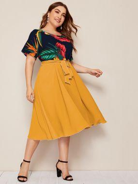 Цветочное расклешенное платье размера плюс с поясом