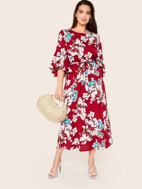 Платье с поясом, цветочным принтом и оборкой размера плюс