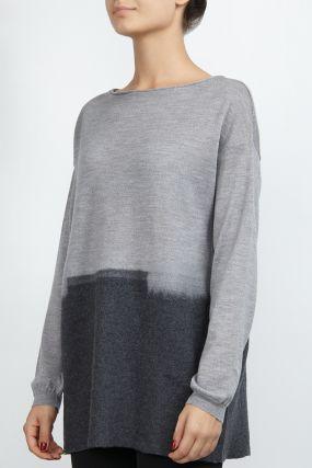 Серый пуловер с градацией