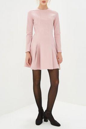 Розовое приталенное платье