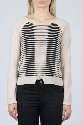 Бежевый свитер с декором и вставкой