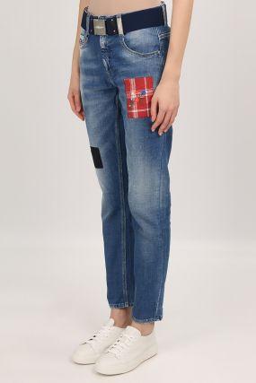 Голубые джинсы с аппликациями