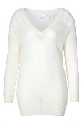 Белый пуловер с ажурной отделкой
