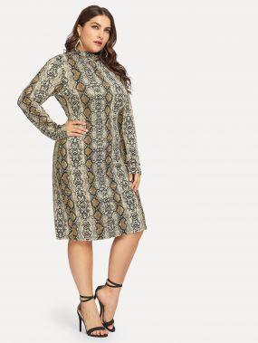 Размера плюс приталенное платье с принтом змеи