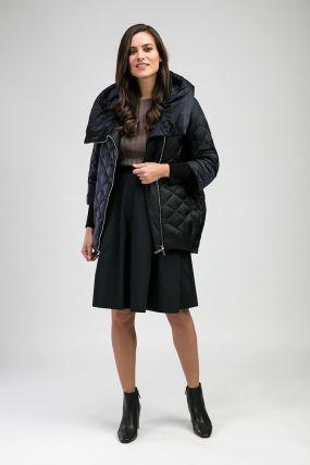 Стеганая женская куртка зауженного кроя с капюшоном