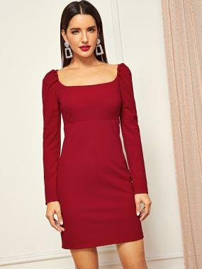Платье с пышными рукавами с квадратным вырезом