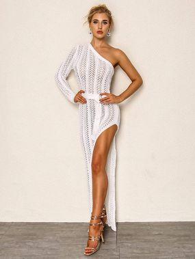 Разрезное платье с открытыми плечами