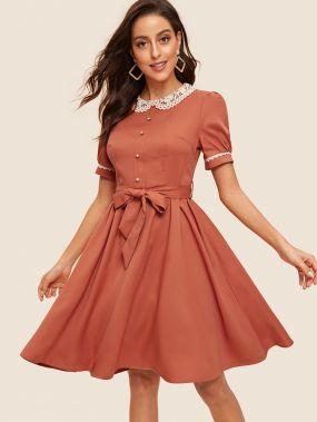 Платье из 50-х с кружевным воротником и поясом